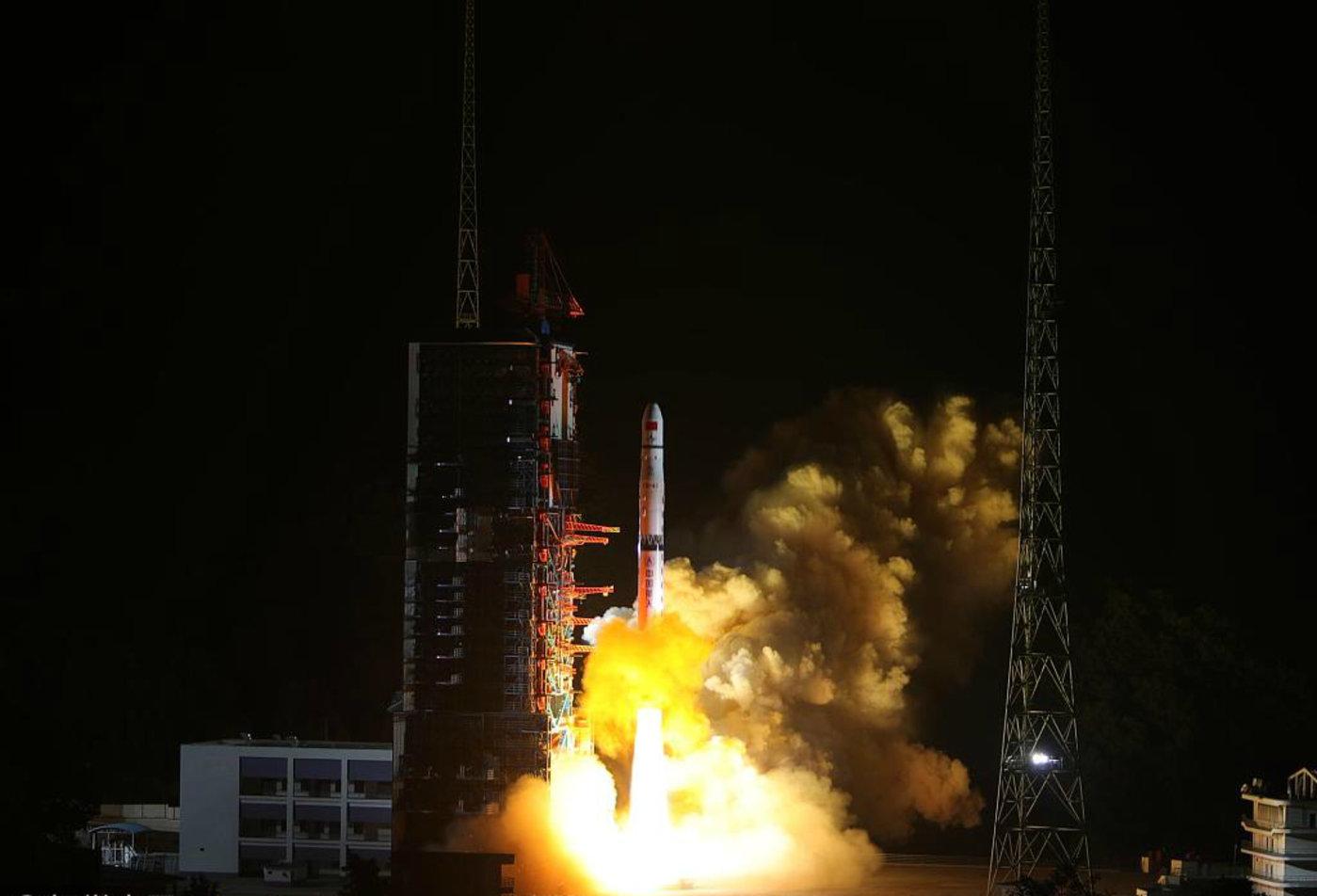 """""""嫦娥四号""""升空,图片来源于视觉中国"""