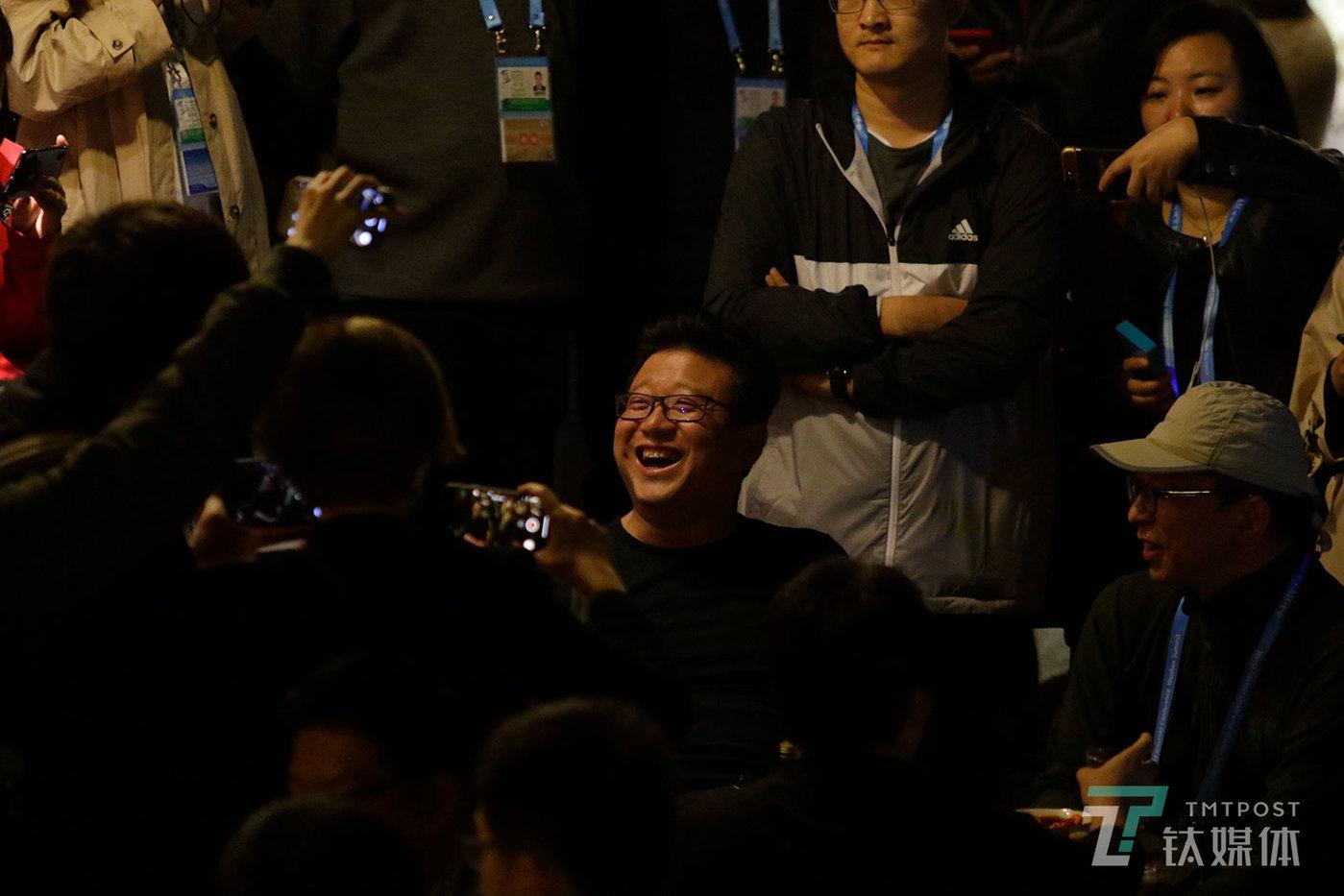 【我做东】11月6日,浙江嘉兴乌镇,第五届世界互联网大会开幕前夜,丁磊、张朝阳、周鸿祎等人在西栅景区小聚,引来媒体围观,这个聚会也成为一个微型公关活动现场。