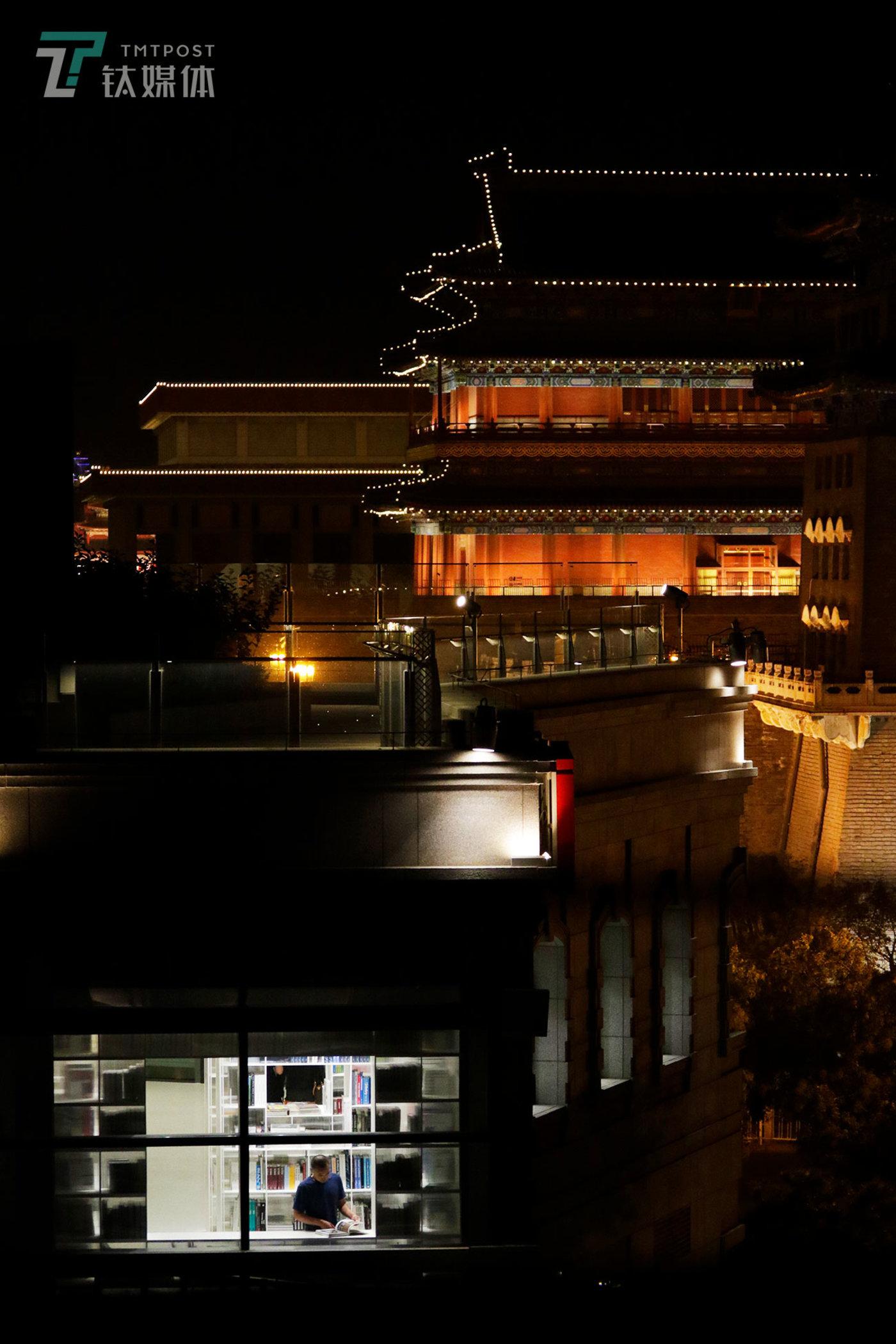 【过去与现在】9月8日,北京前门北京坊商业区,PAGEONE书店。