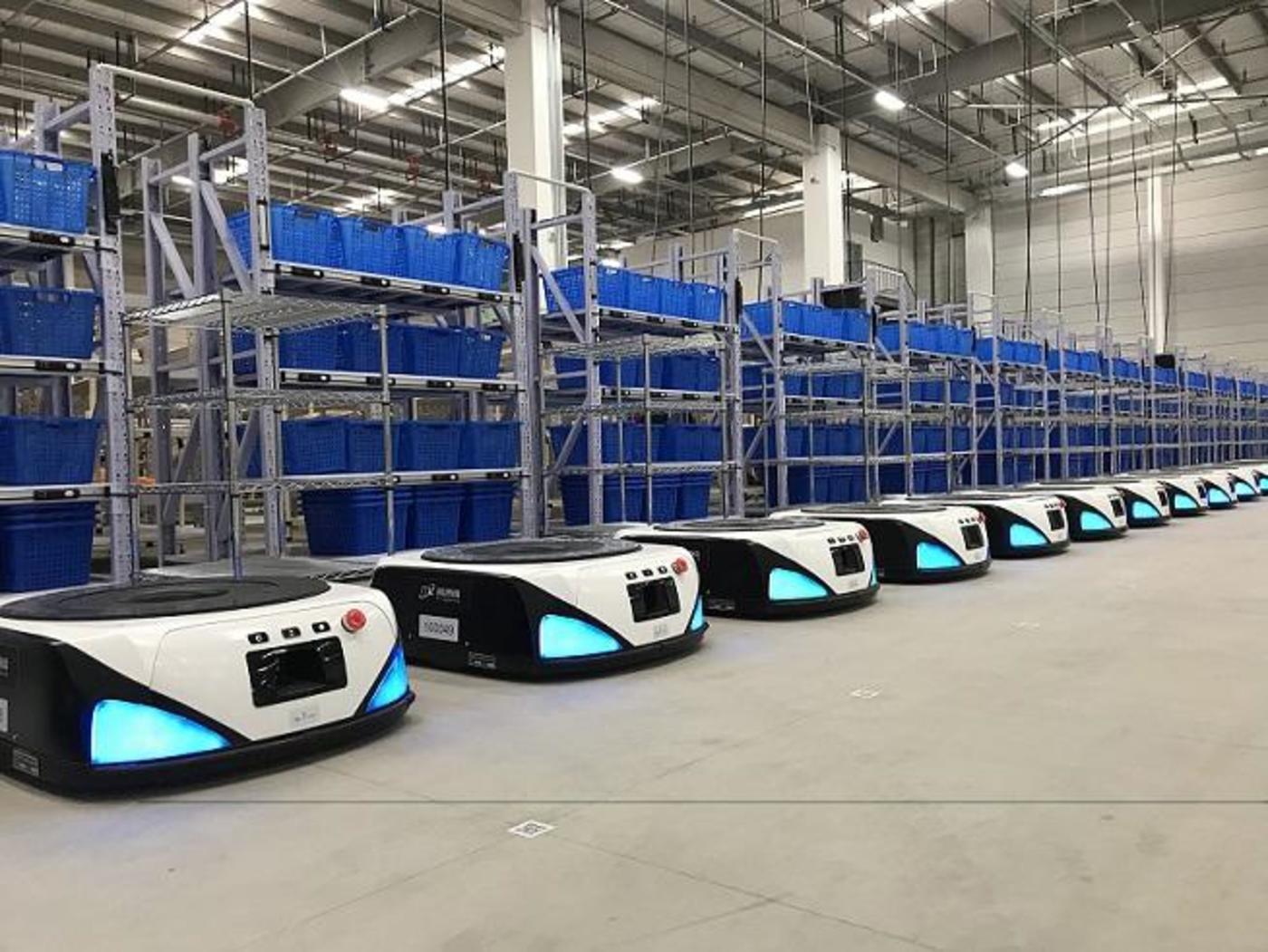由艾瑞思机器人组成的智慧仓库。