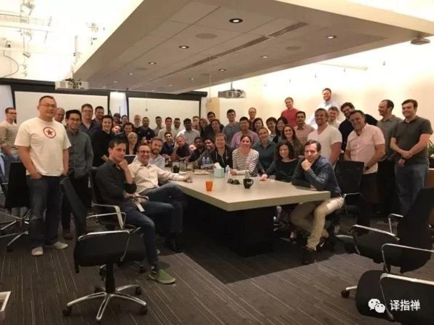 Kraft(右上角,红头发/胡须)和之前的多普勒实验室团队。目前七人在亚马逊,三人在苹果,三人在谷歌,三人在杜比。 [照片:多普勒实验室提供]
