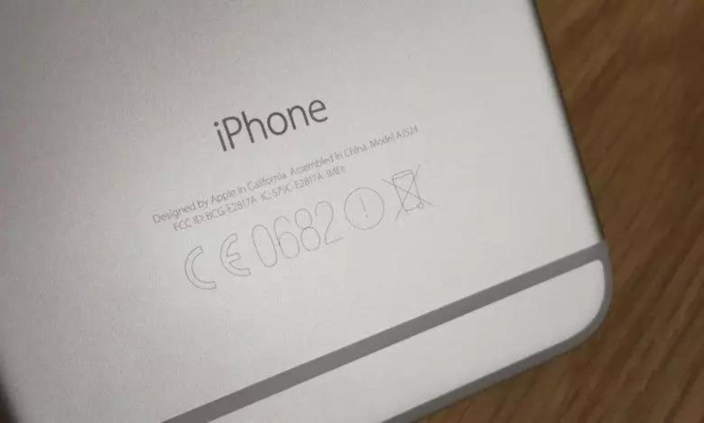 iPhone背面的 FCC 认证码 /  图自网络,版权属于原作者
