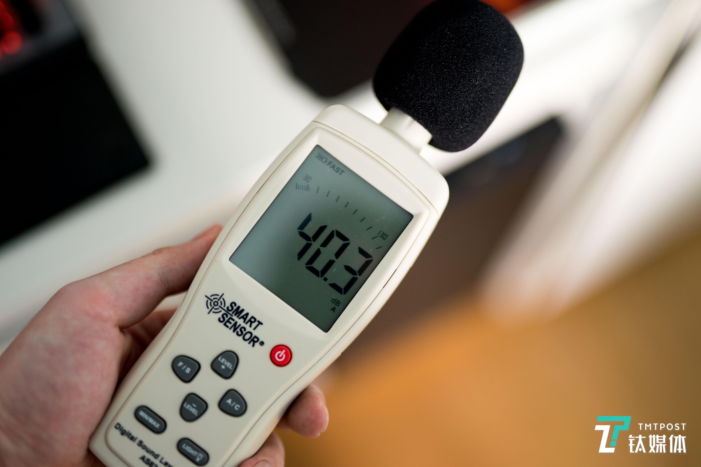 二档风扇约40dB,此时在安静环境下能感觉到声音