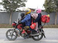 """""""再累也要回家"""":17個小時行程700公里,一位騎摩托返鄉人的回家路丨鈦媒體《在線》"""