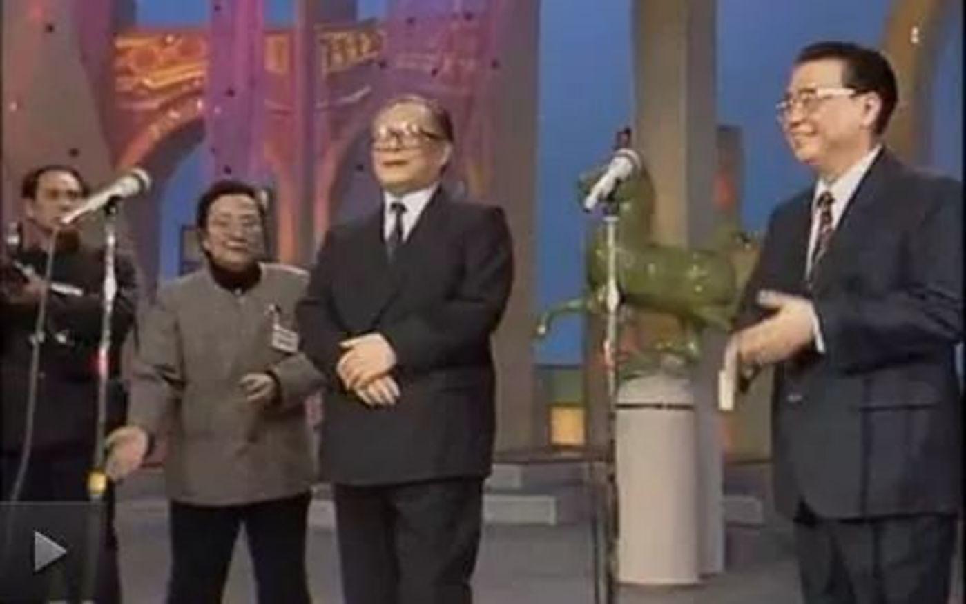 时任主席江泽民、总理李鹏在零点时分亲自到现场送来新春祝福