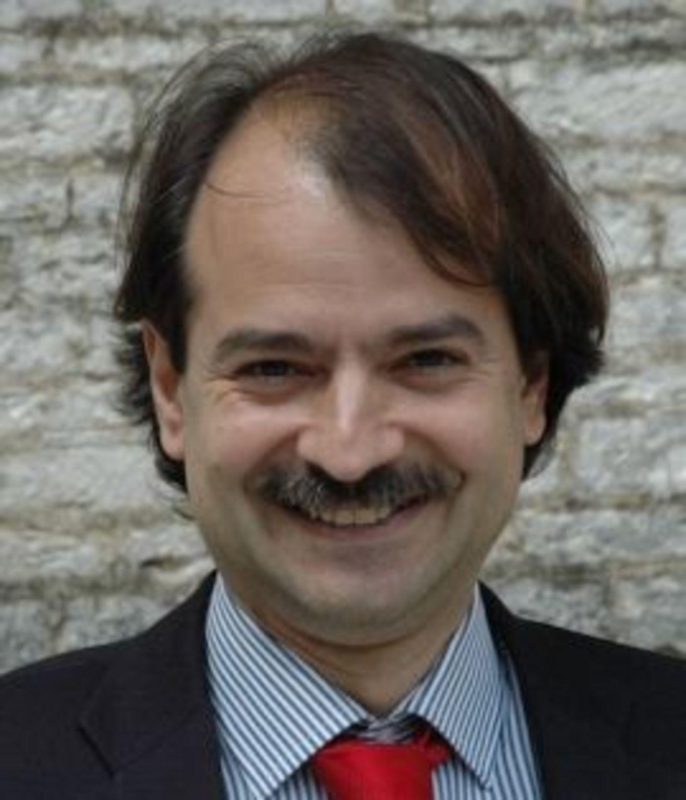 论文作者之一斯坦福教授 John P.A. Ioannidis