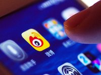 微博回应明星账号流量造假:多次就网络黑产问题报案丨钛快讯