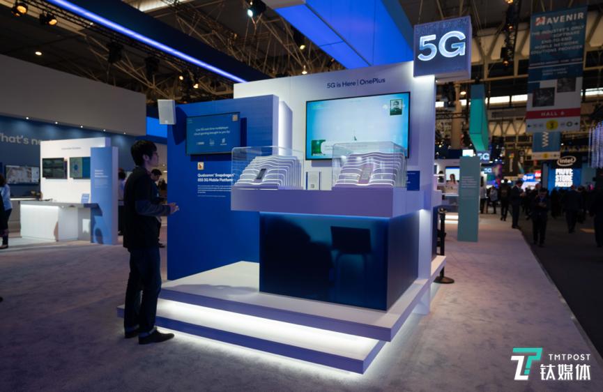 一加首款5G手机亮相,现场模拟5G云游戏场景 | 直击MWC