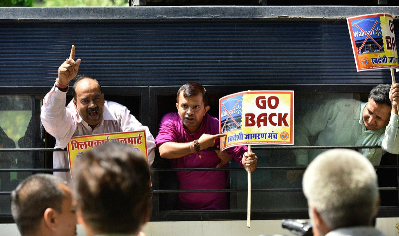 本土电商巨头被美企沃尔玛收购 印度民众示威抗议,图片来源于视觉中国