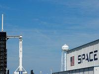详解SpaceX首飞的载人龙飞船和美国的商业载人航天计划