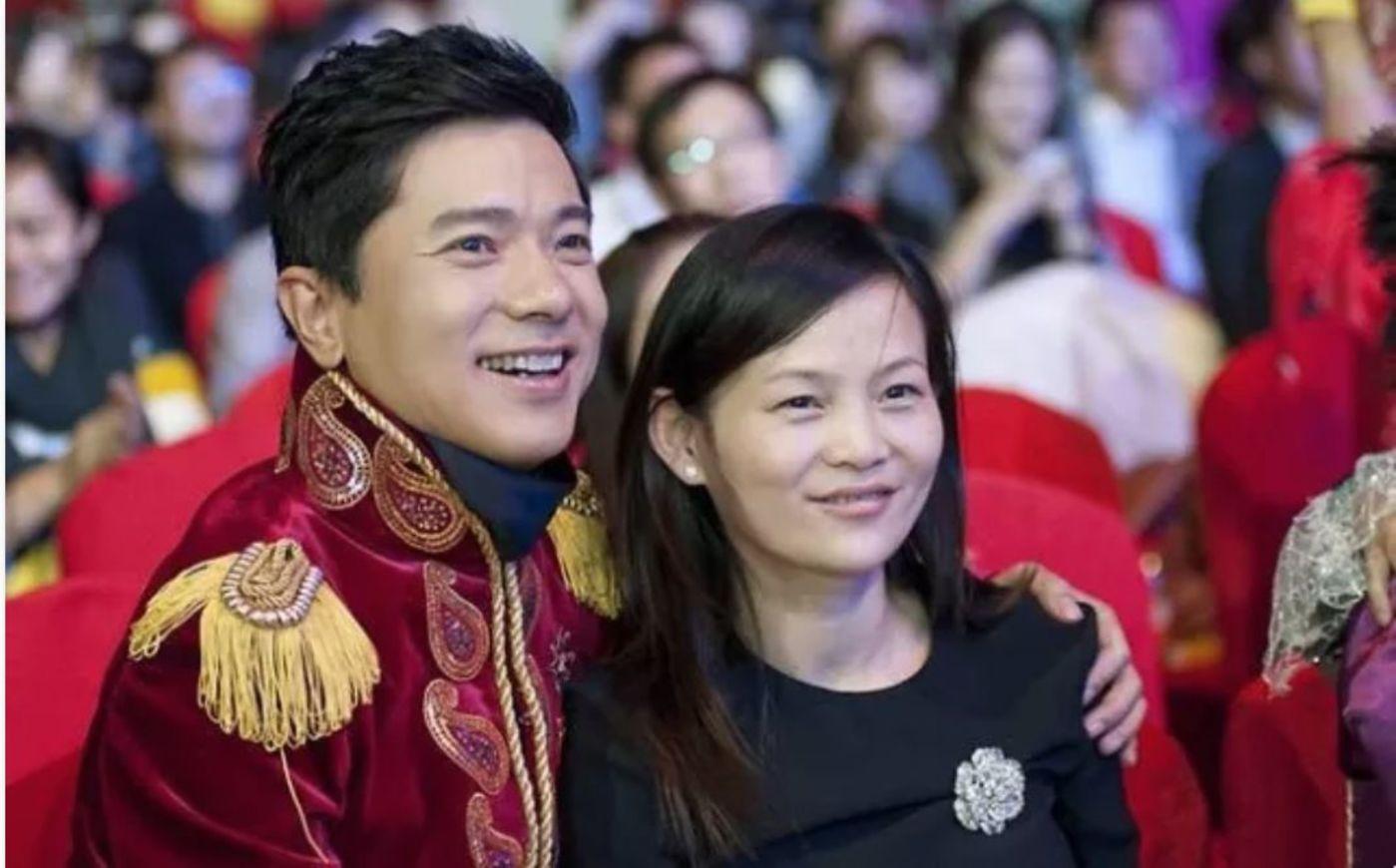 李彦宏和马东敏在百度年会,图/网络