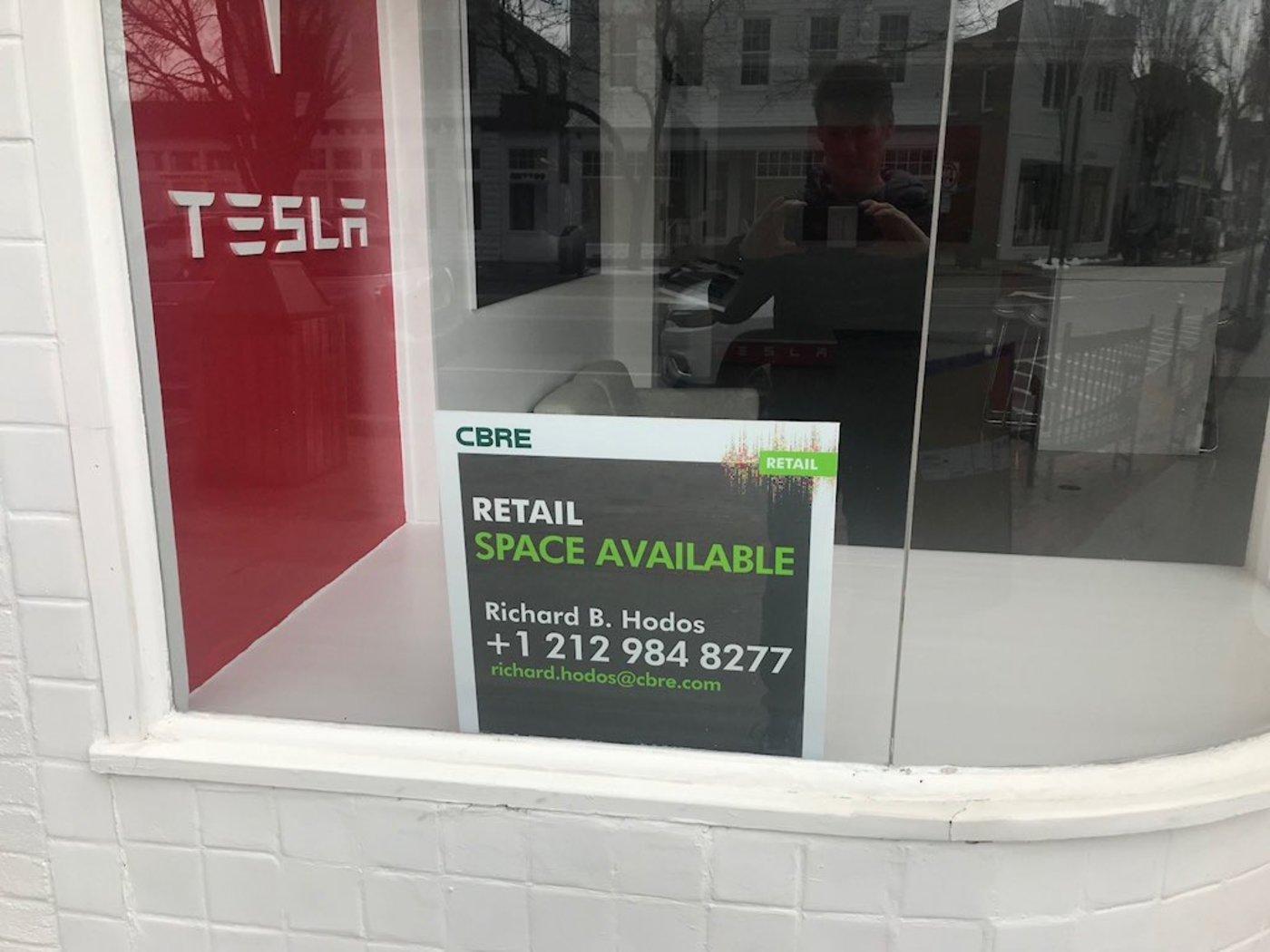 一家关停待租的特斯拉线下店,图片来自网络