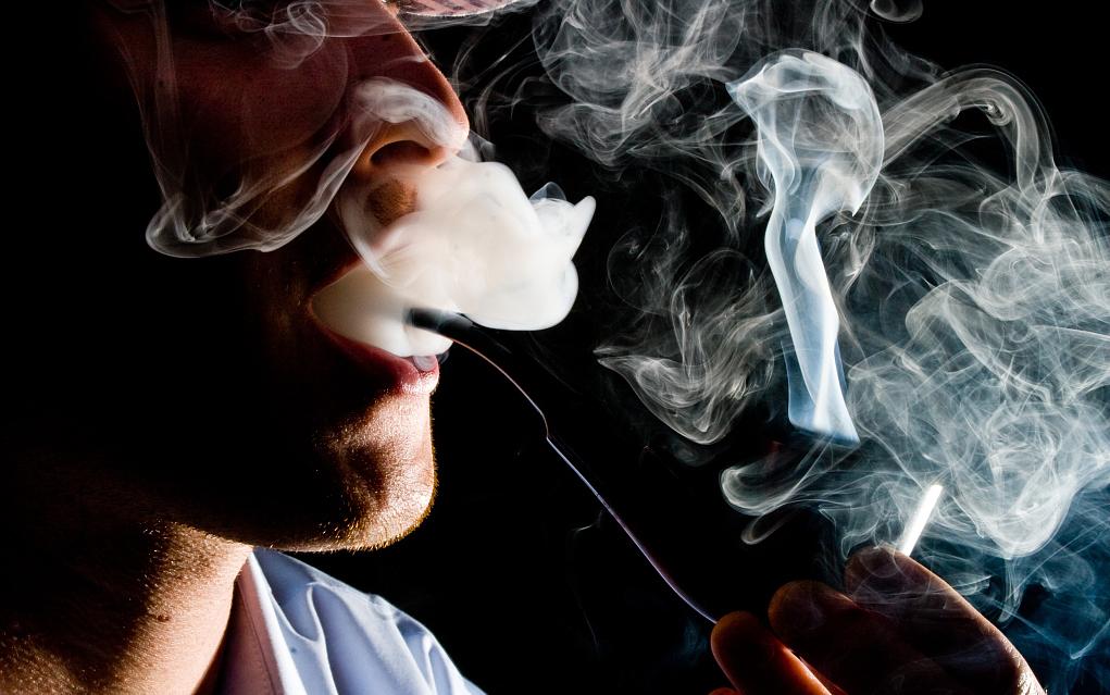 电子烟监管大限将至:创业者火中取栗,投资人利令智昏