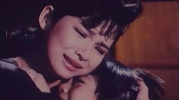 1988年陈朱煌指导台湾电影《妈妈再爱我一次》,1990年内地上映