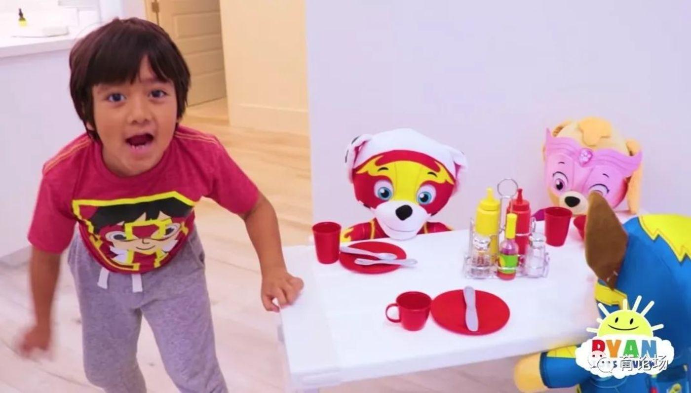 充绒布偶是瑞恩最喜欢的玩具之一