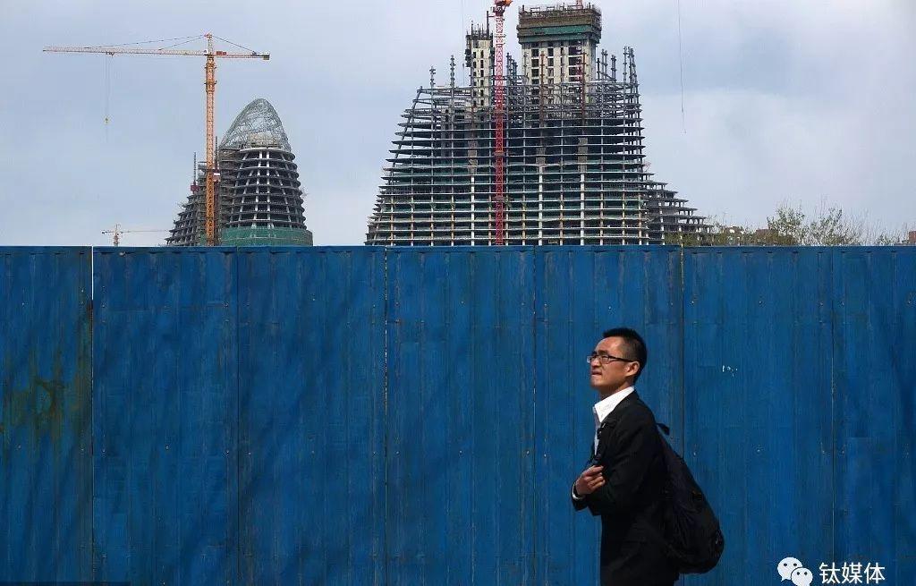 2013年04月09日,北京,正在建设中的望京SOHO。
