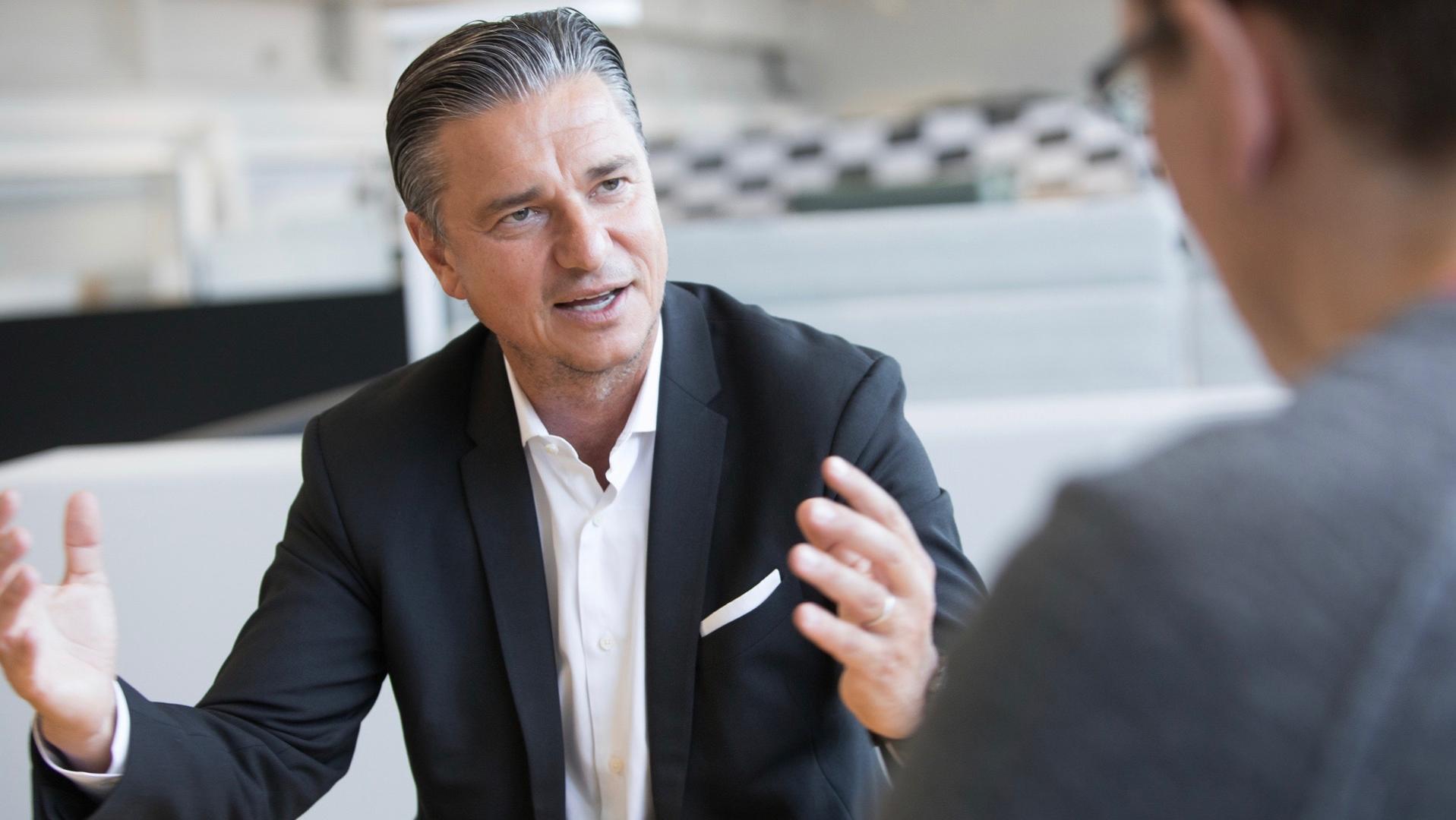 对话保时捷董事会副主席麦思格:2025年实现50%车型电气化
