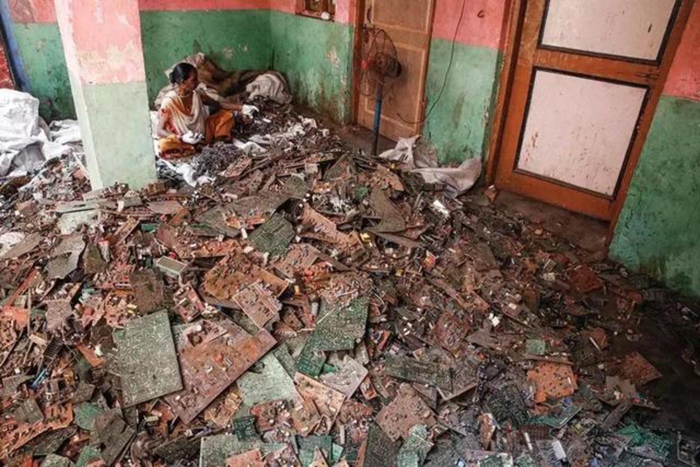 赛博朋克式炼狱:电子废物在印度