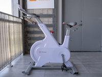 避开风吹日晒,在家享受骑行锻炼,YESOUL野小兽M1智能动感单车体验 | 钛极客
