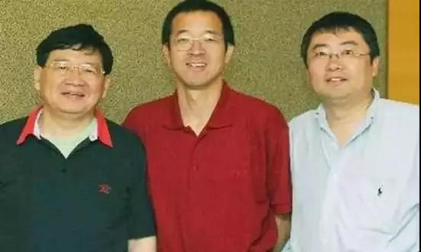 早年徐小平(左一)和俞敏洪、王强(右一)的合照