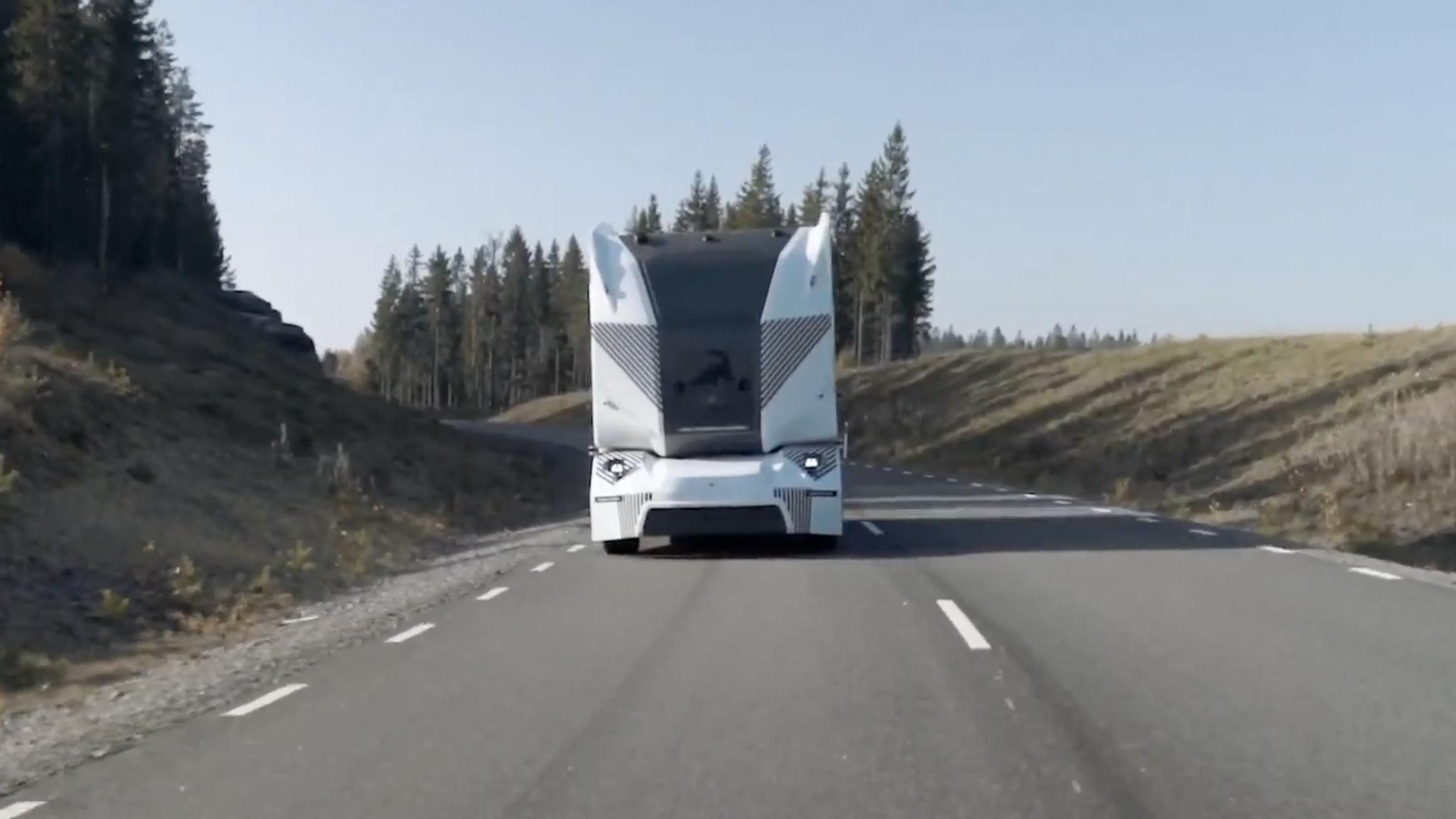【钛媒体视频】全球首例!无人驾驶电动卡车获准在公开道路运货