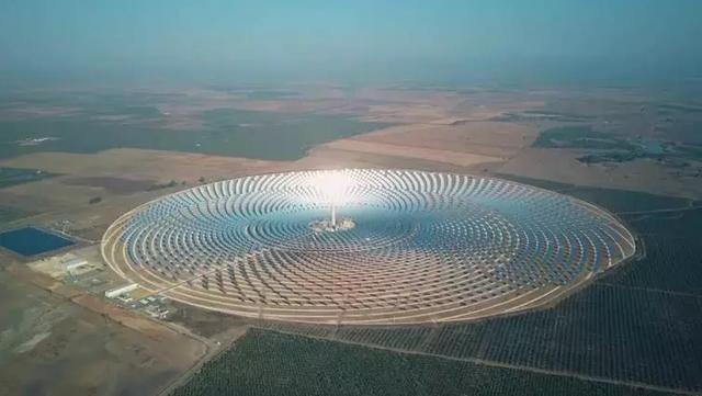 西班牙塞维利亚附近的集中太阳能发电厂