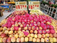 我們跑了北上深的水果批發市場,發現水果降價至少還要等3個月
