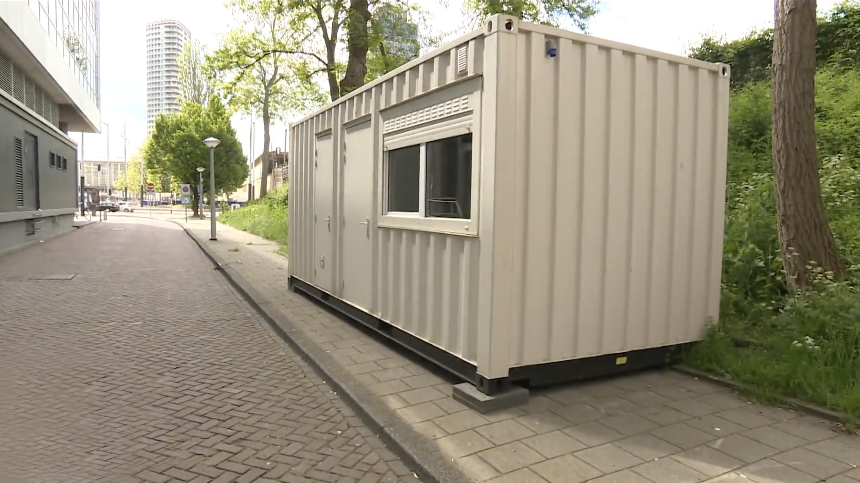 """【钛媒体视频】说好的""""干净小屋""""呢?游客在Airbnb上订房发现是集装箱"""