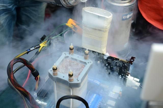 液氮降温、啤酒水冷,电脑散热还能这么玩