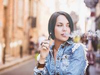 """当音乐节充斥电子烟广告,谁给致瘾的电子烟披上了""""潮流外衣""""?"""