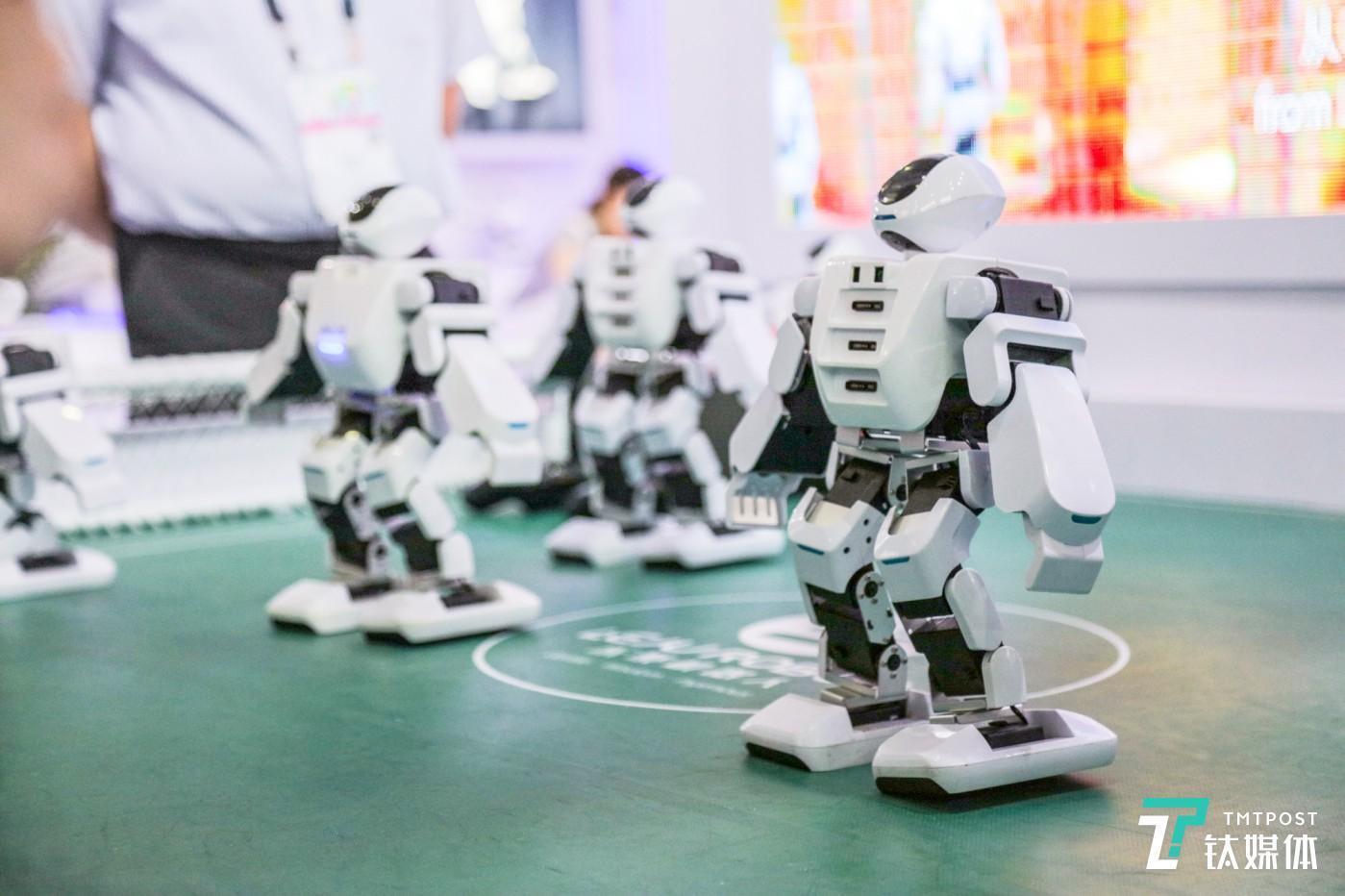 CES Asia各种形态的机器人
