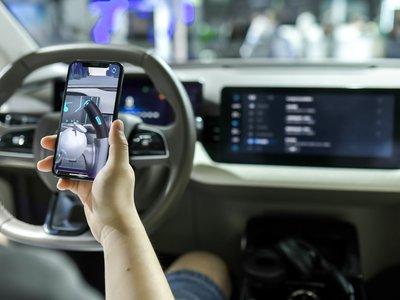 """爱驰汽车发布系列交互功能,主打""""智能养成""""概念   CESA2019"""