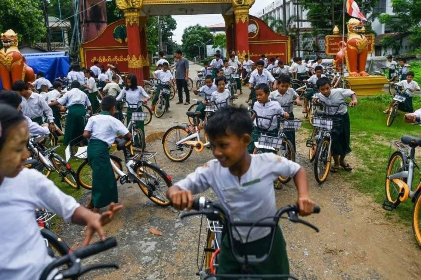 在迈克的帮助下缅甸孩子拥有了自己的单车