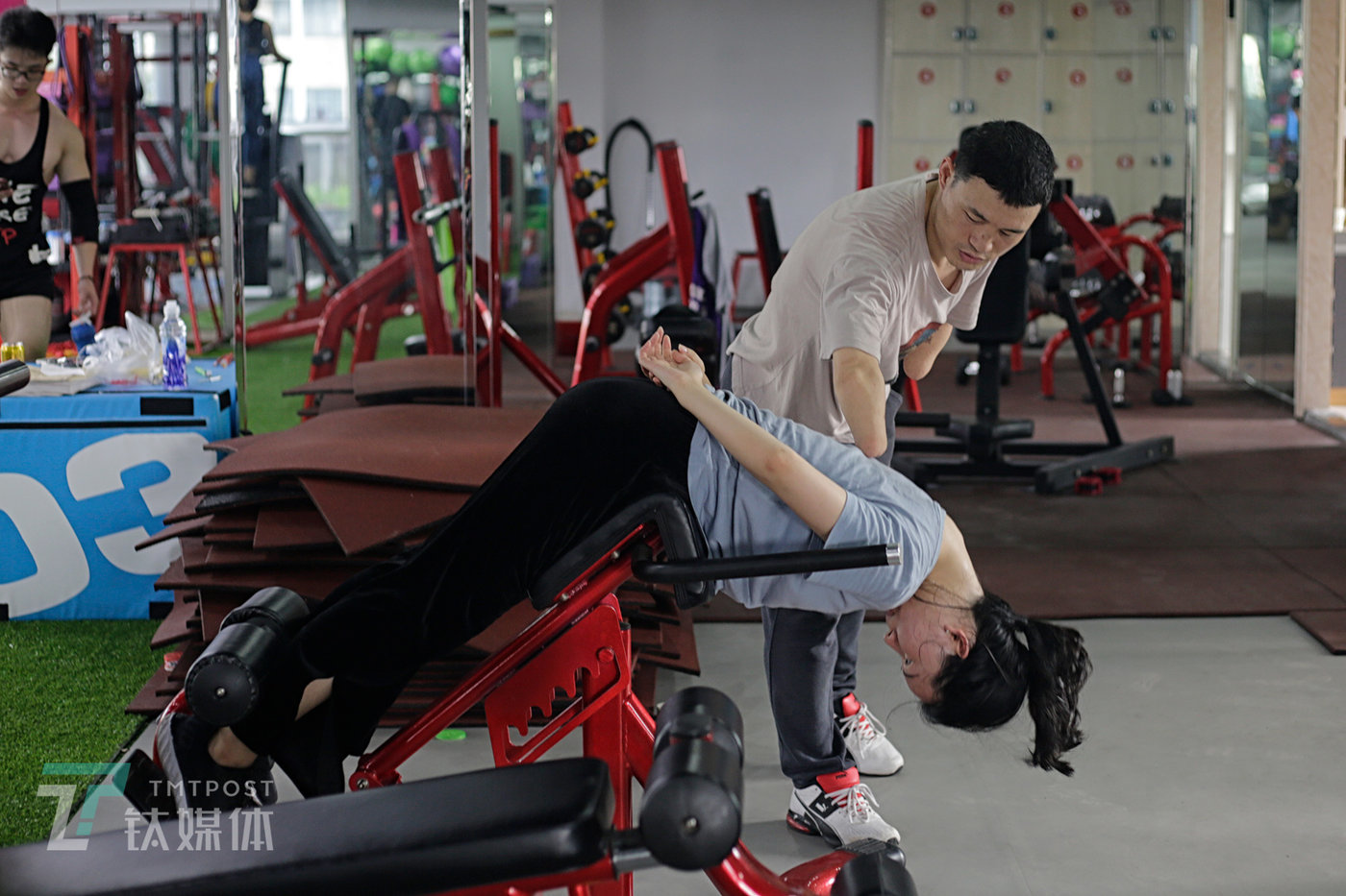 June 20, Jinhua, Zhejiang Province. Ni Mincheng gives a private lesson to a member of his gym.