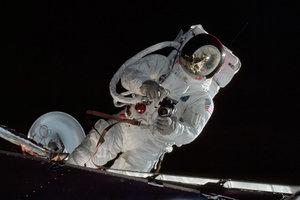 【百人牛牛图集】五十年前的今天,人类首次登月