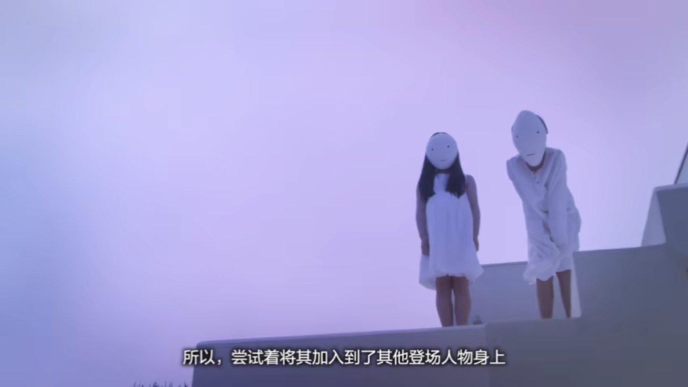 """岩井俊二称""""用面具遮住脸"""",营造了一种不可思议的感觉。"""