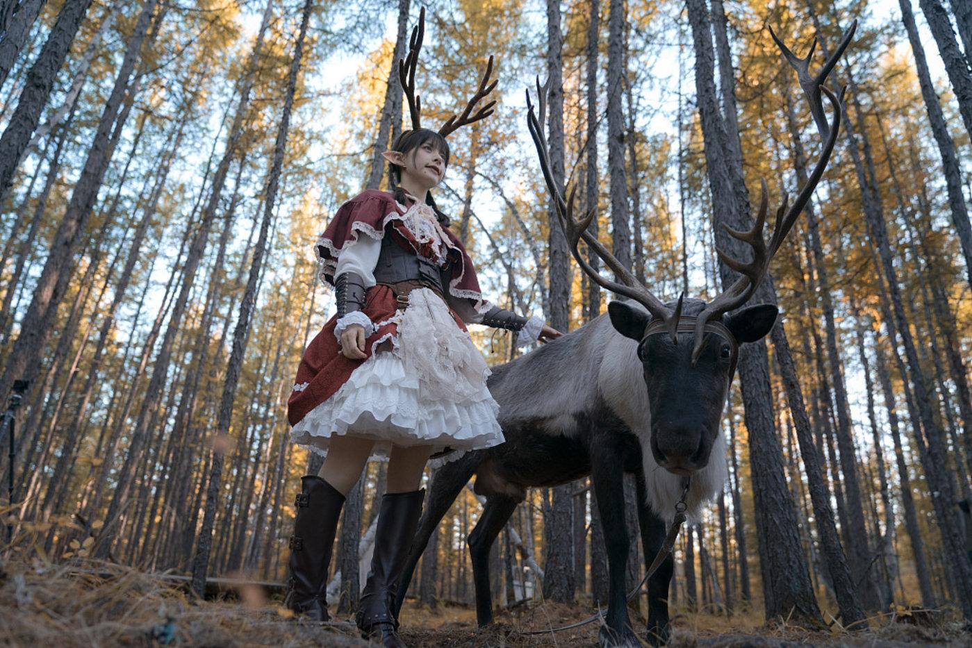 穿 Lolita 裙的模特,图片来源@视觉中国