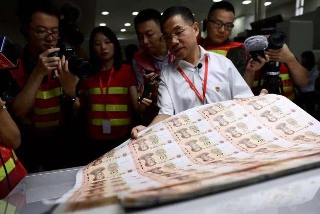 【视频】白纸变钱?来看新版人民币生产过程