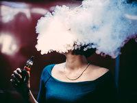 电子烟逐成潮流时尚标配,但美国少女表示曾因此差点丧命