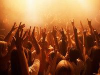 日本音乐产业的双重困境:实体持续下滑,数字增长缓慢