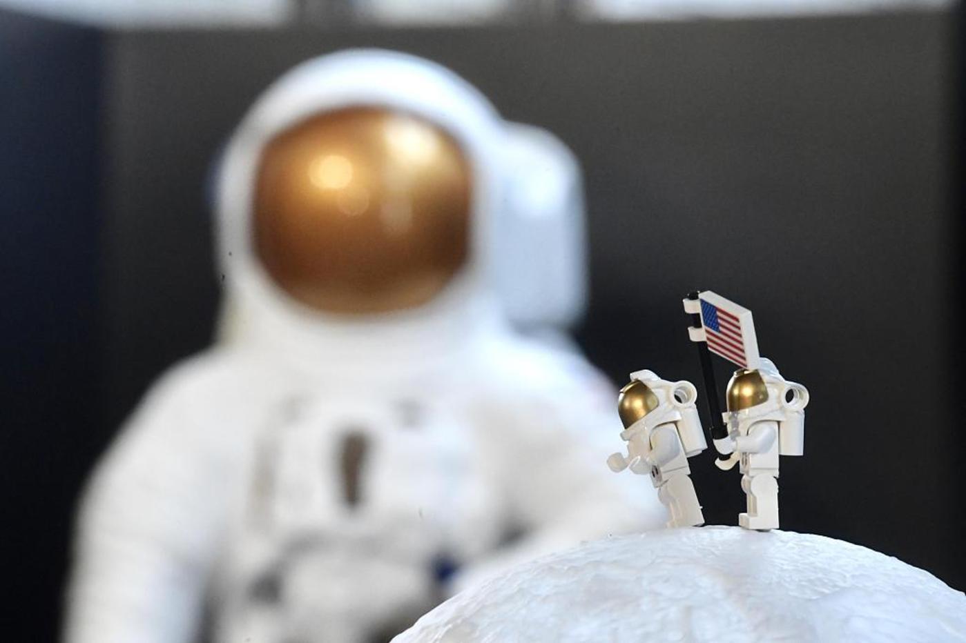 【钛晨报】欧洲空间局研制月球基地建造用砖,白天储能晚上发电;华为5G折叠屏手机下月上市