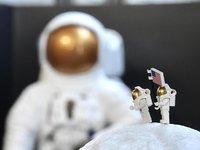 【钛晨报】欧洲空间局研制月球基地建造用砖,白天储能晚上发电;华为5G折叠屏手机下月万人牛牛