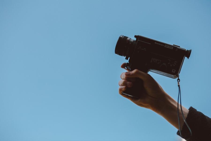 性骚扰、应酬、家庭......女性成为制片人有多难