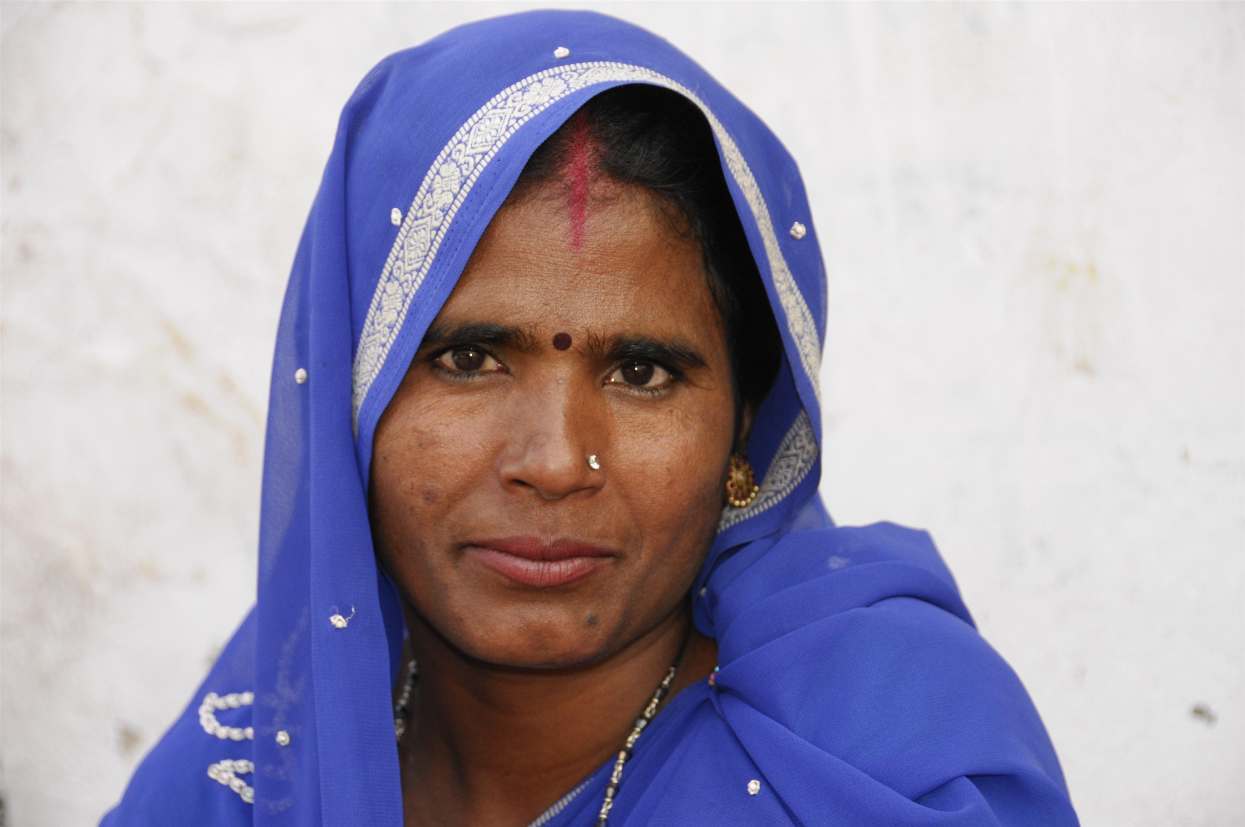 """因为这位伟大的女性,发三条短信再不能""""休""""掉印度妻子"""