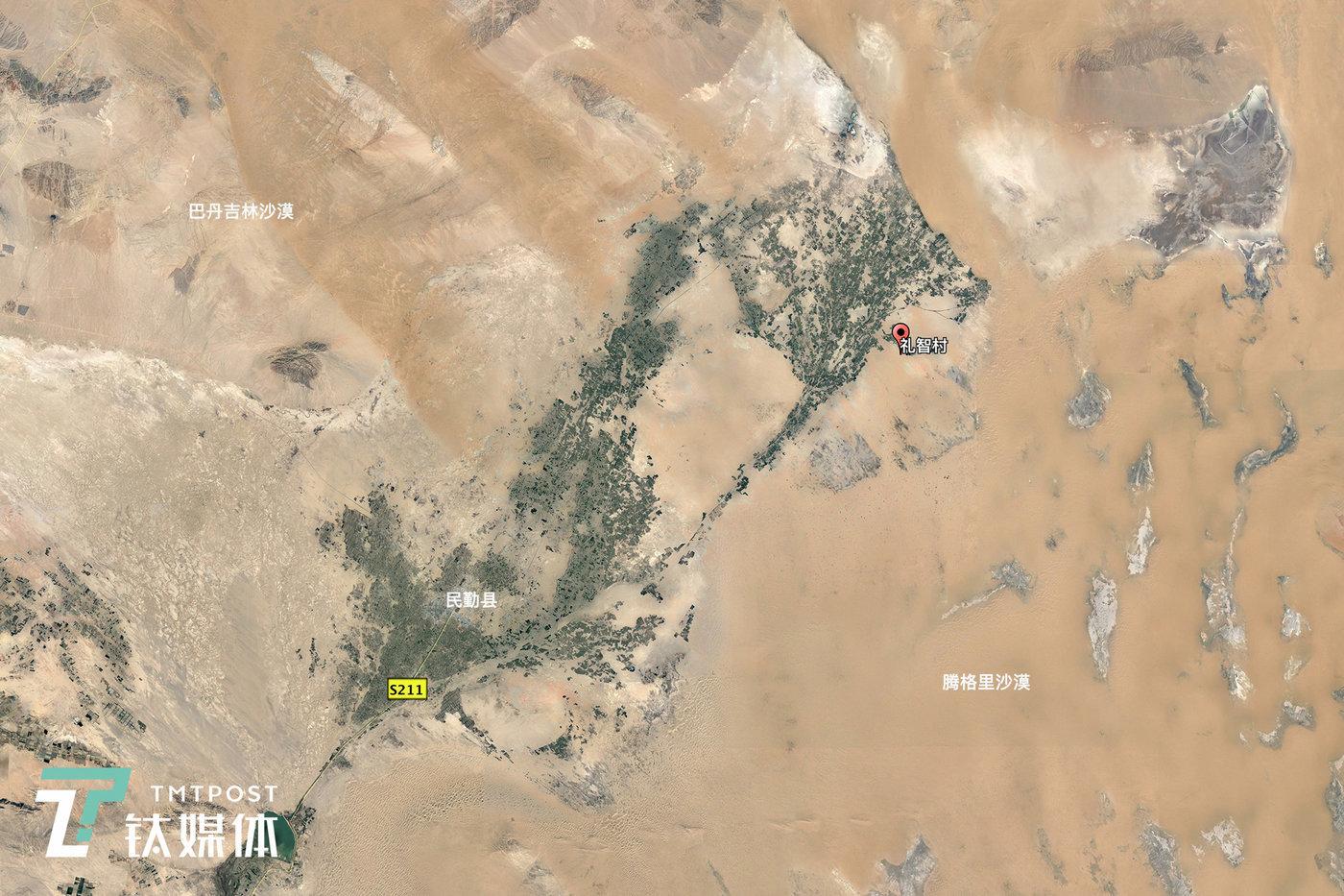 甘肃武威市,约1600平方公里的民勤绿洲(图/Google Earth/2017年7月12日),它长140公里,最宽处40公里,最窄处仅剩一条路。这片绿洲是阻挡巴丹吉林和腾格里两大沙漠合拢的最后屏障。
