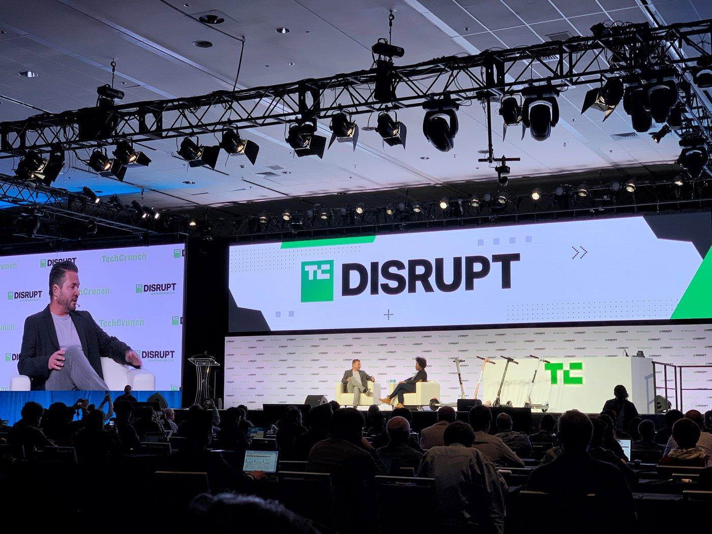 TC Disrupt2019现场, 左起:Travis VanderZanden、TechCrunch记者Megan Rose Dickey、Bird的多款电动滑板车