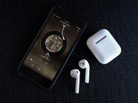 各路巨頭同時發力智能耳機,蘋果AirPods慌不慌?