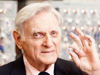 97歲諾獎得主的勵志人生:本科學文學,博士轉物理,54歲才開始鋰電池研究