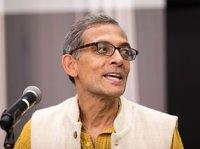 新晉諾貝爾經濟學獎得主:在印度貧民窟邊上長大