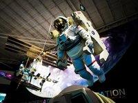 NASA宇航服大升级!2024年人类将重返月球